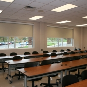 Flat classroom with movable tables