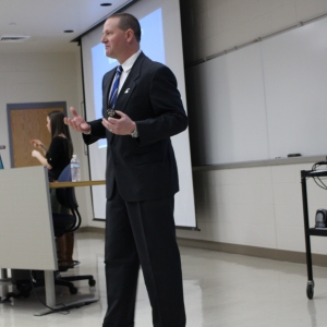 Ben Robinson speaks to EKU School of Business students